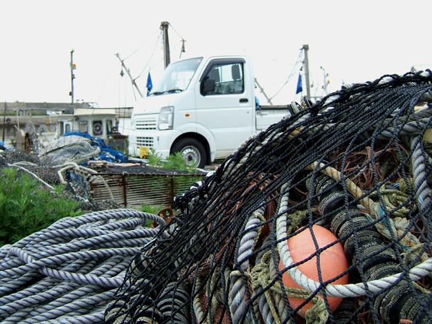 漁網と軽トラ