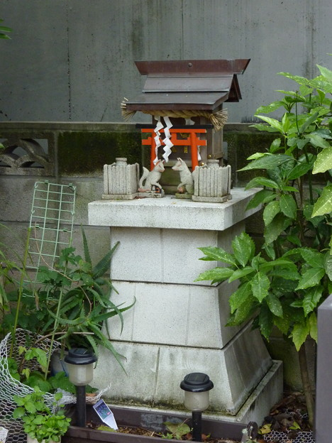 稲荷社(屋敷神 台東区池之端) 1