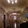 Photos: 2回の廊下(遠くにガードマン)