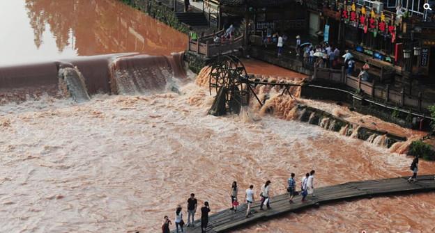 湖南 鳳凰の景色と大雨で洪水 (3)