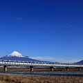 新幹線700系と富士
