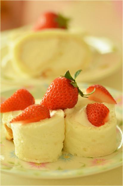 真っ白なロールケーキ♪・・・。