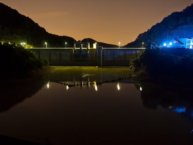 夕暮れのダム