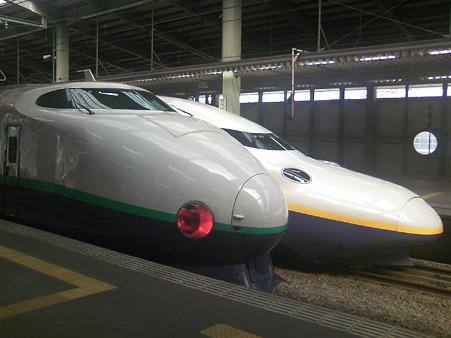 新潟駅に並ぶ新幹線たち