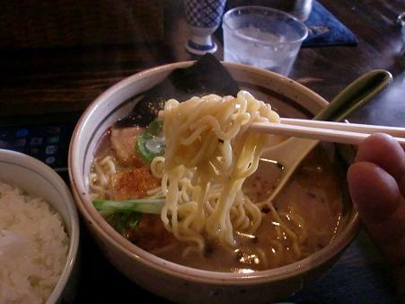 らぁめん道場 黒帯 醤油ラーメン 麺