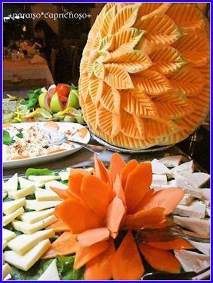 たっぷりチーズと飾り野菜?