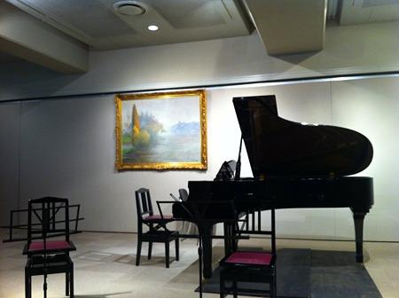 講堂のピアノ