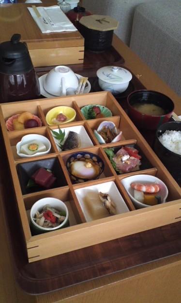 """写真: 朝ご飯終了。もう昼だ(-""""..."""