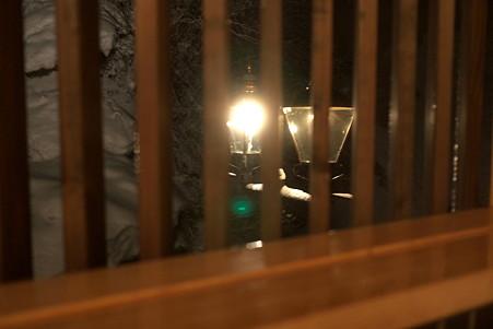 2011.03.09 銀山温泉 旅籠 いとうや 二階 露天風呂からガス灯