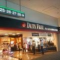 Photos: 出発ロビー内の免税店