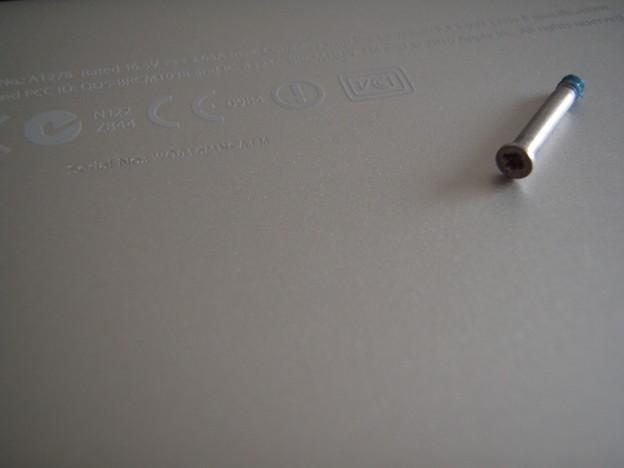 MacBook Pro - ネジ_P5160020