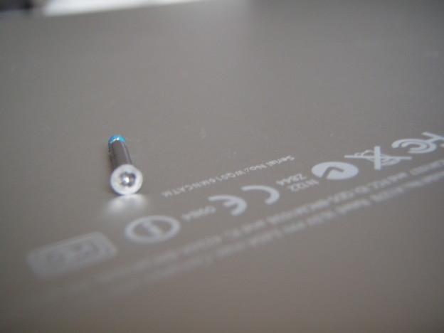 MacBook Pro - ネジ_P5160025