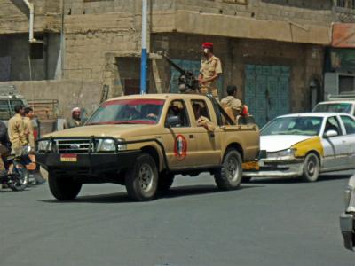 イエメン 車と機関銃