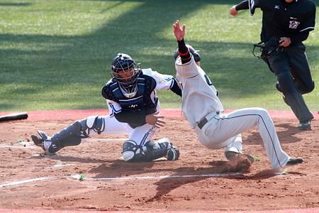7回 武山・原 本塁のクロスプレー