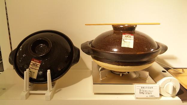 写真: 無印良品で発見!!軽量土鍋!!これがまたホントに軽いんです!!従来の土鍋...