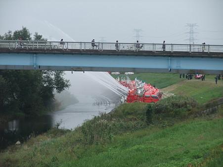 消防団の機械点検放水