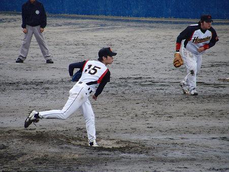 1105291a広中の投手。雨に苦戦しながらの投球